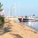 Au bout de la rue : la plage...