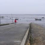 Vue sur le Bassin, depuis la cale à bateaux de Claouey.