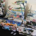 ... à travers différentes créations textile...
